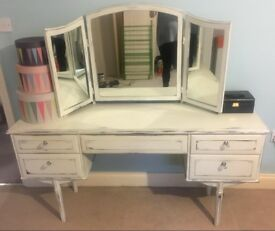 Vintage dressing table / dresser with drawers and mirror
