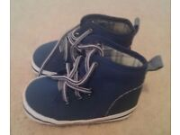 2 pairs of baby boy shoes 9-12m