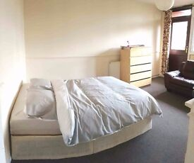 GREAT DEAL FOR SINGLE USE STUNNING DOUBLE ROOM WITH PRIVATE BALCONY IN LONDON AVAILABLE NOW