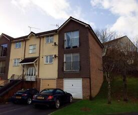 Immaculate 2 bedroom apartment with garage!