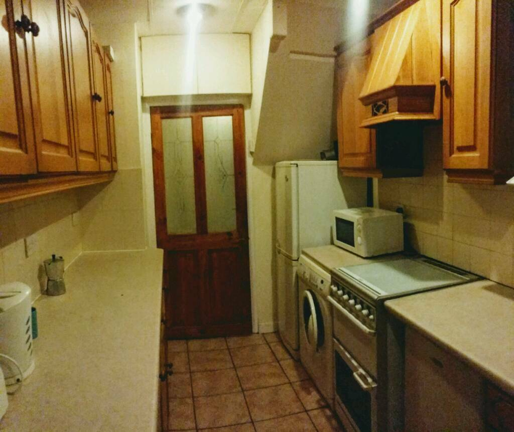 Twin double room, High St, FELTHAM