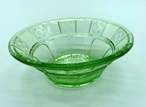 "Vintage Doric Green/Vaseline Glass, Jeannette, 4"" Small Fruit/Dessert Bowl"