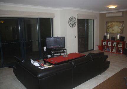 Live with a Paramedic in a secure 2 bedroom, 2 bathroom unit Carrara Gold Coast City Preview