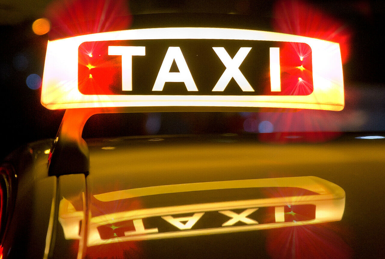 Taxi Blinkt Rot