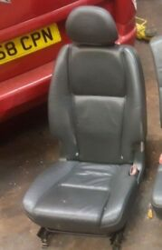 2004 VOLVO XC90 BLACK 452-26 BREAKING BLACK LEATHER SEAT 2ND ROW RIGHT REAR