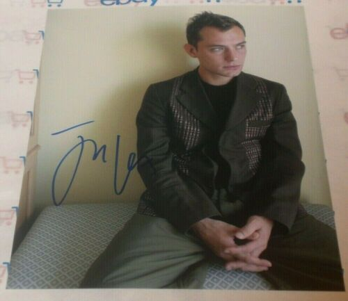 JUDE LAW SIGNED YOUNG HOT STUD IN THOUGHT 8X10 PHOTO AUTO COA SHERLOCK CLOSER