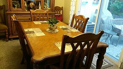 9pc dining room set- great- condition solid pecan from Broyhill.