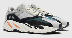 YEEZY BOOST 700 (SIZE US  10)