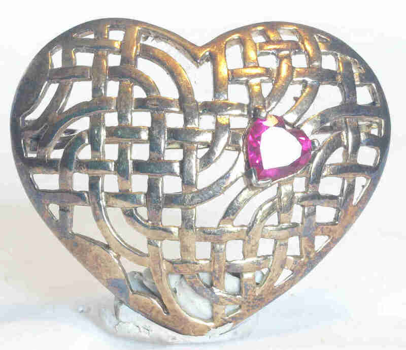 VINTAGE LARGE STERLING SILVER VAULTED OPEN LATTICE WORK HEART PIN BROOCH W/RUBY