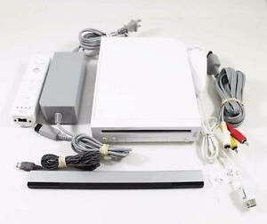 CONSOLE NINTENDO WII BLACHE DANS LA BOITE A VENDRE / NINTENDO WHITE WII SYSTEM IN THE BOX FOR SALE