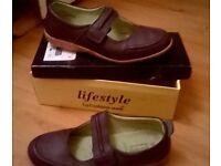 Purple ladies size 8 flat shoes
