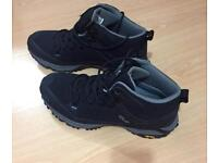 NEW - Mens DLX walking boots size 9