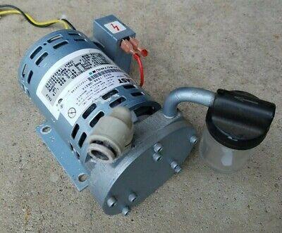 Gast 0532 Rotary Vane Vacuum Pump 0532-104a-g621x 115 Vac