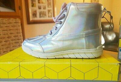 Girls Khombu Winter side zip boots unicorn silver . Uk 12