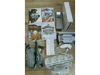 Nitendo wii complete console with 4 games