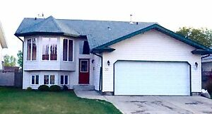 SYLVAN LAKE - 5 BDRM - MOVE IN EARLY FOR FREE