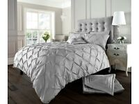 Pintuck Design Duvet Cover Set for sale Delivery available