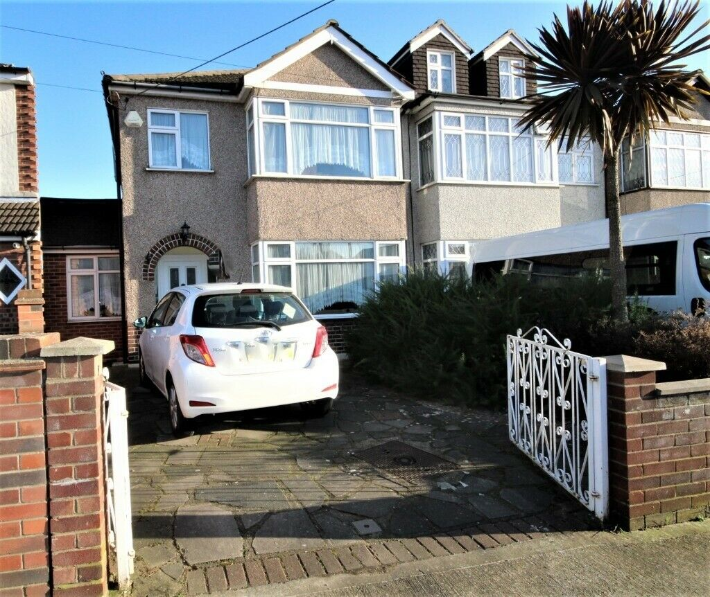 Four Bedroom House For Rent In Rainham