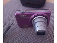 Olympus d-720 14 megapixel very good condition purple with case and charging USB cable