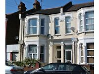 KRL509- Lovely first floor 3 bedroom flat with lounge in Kensal Rise. Short walk to station.