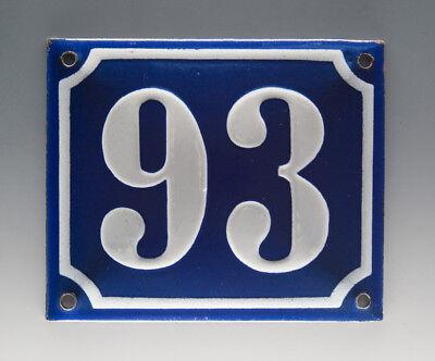 EMAILLE, EMAIL-HAUSNUMMER 93 in BLAU/WEISS um 1955