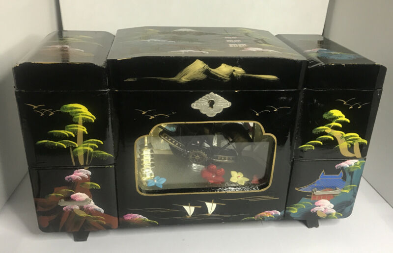 Japanese .Black Lacquer Jewelry,music Box Lights Rare  Ship Inside Box Vintage