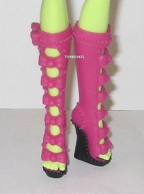 Monster High Iris Clops I Heart Fashion Doll Shoes Tall Pink/Black Boots NEW TRU](Black Monster High Doll)