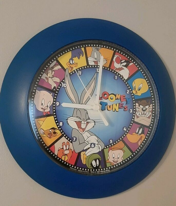 Vintage 1997 Warner Bros. Looney Tunes Wall Clock Made In The USA Working!