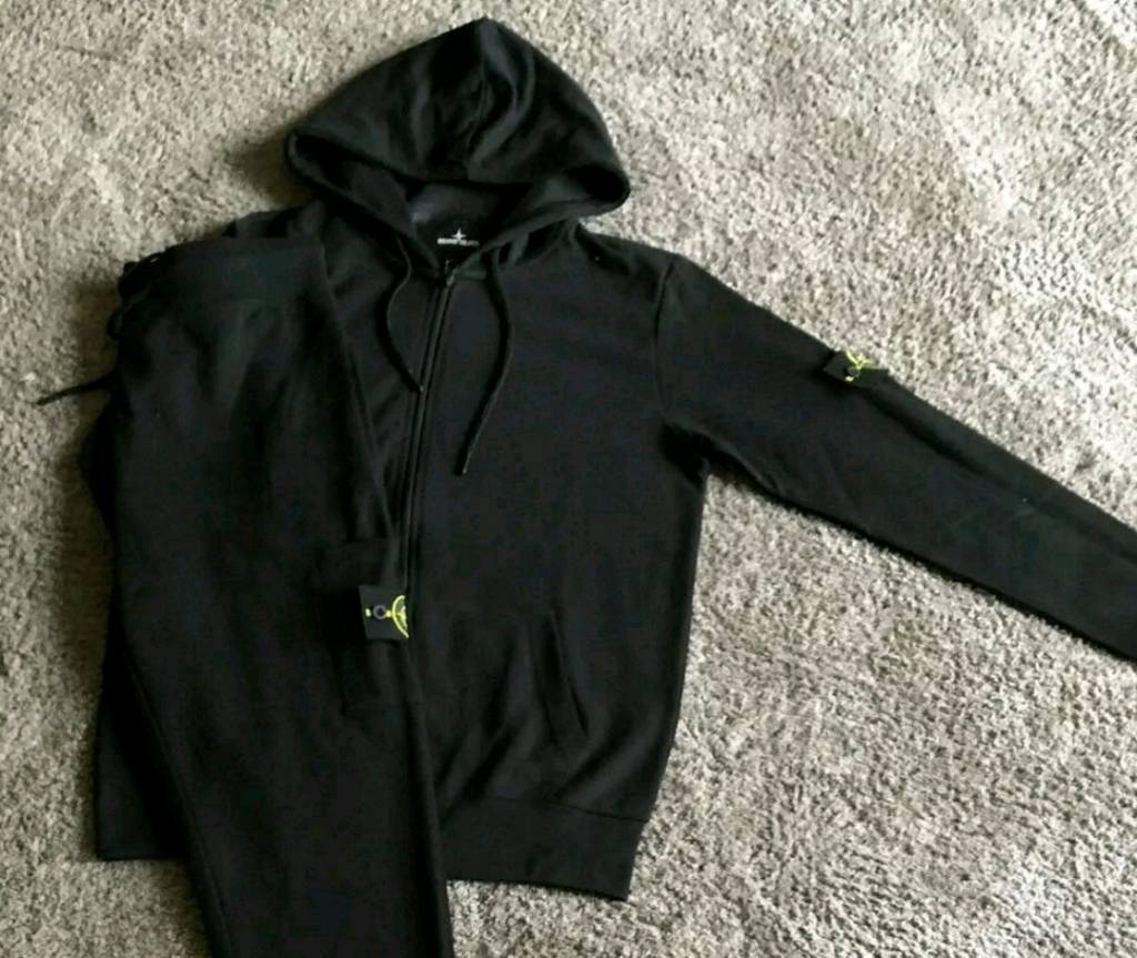 Stone Island Tracksuit TopBottomin Barking, London - Stone Island Tracksuit Top & BottomSize Large Colour Black Call Only 07930140799Postage or Collection from Barking Fixed Price. Serious Buyers Only