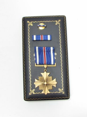 WW II Distinguished Flying Cross Medal Set DFC Coffin Case Slot Sewn Brooch 1C3