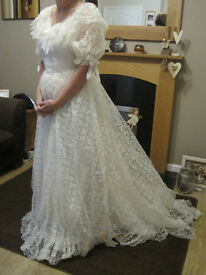 Pronuptia Wedding Dress size 12 -14 Colour Ivory