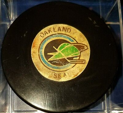 Vintage NHL Oakland Seals 1970s Art Ross Converse Game Puck  CCM RUBBER CREST
