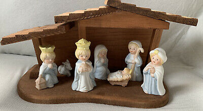UNBRANDED NATIVITY SET WITH PORCELAIN FIGURINES AND WOODEN STABLE 7 PIECES