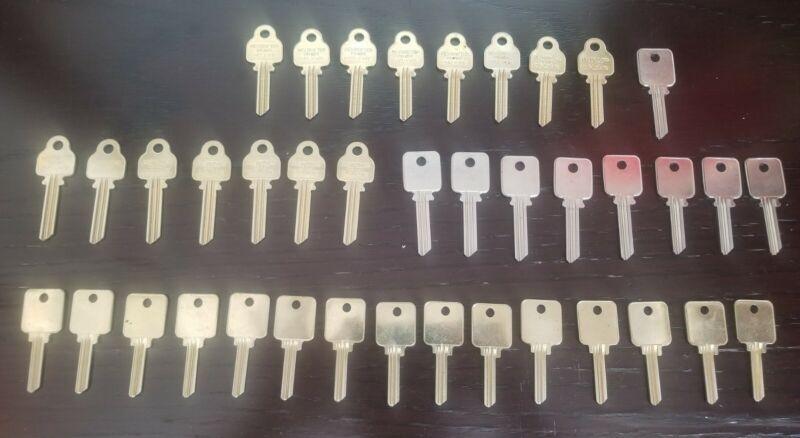 Medeco key blanks lot ! Many varieties of old generation keyways !