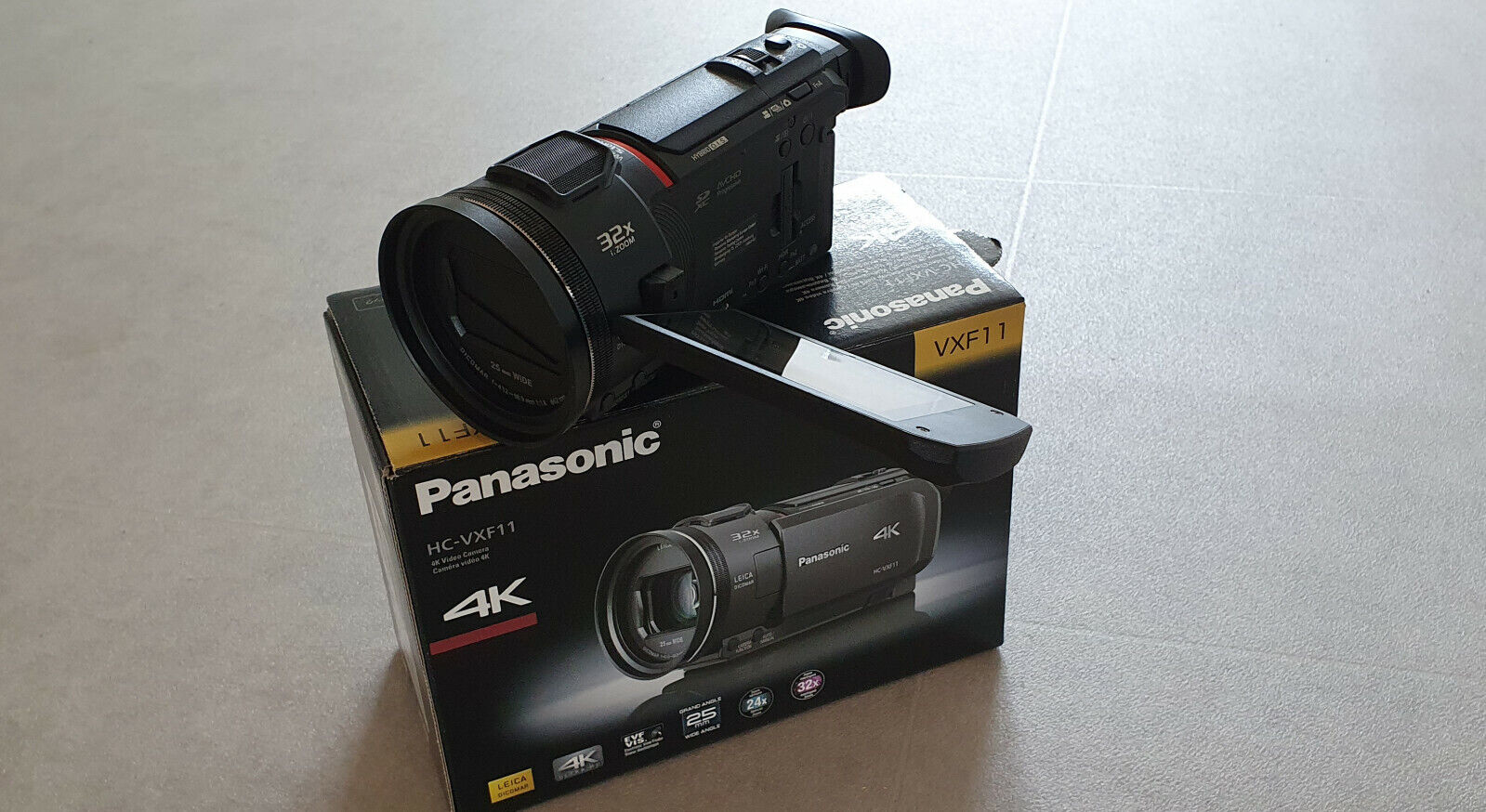 Panasonic HC-VXF11EG-K Camcorder mit 24 Optischen Zoom, WLAN Touchscreen 4K