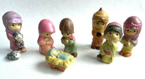 VTG 8 Piece Ceramic Nativity Set Hand Painted Faces Similar To Precious Moments