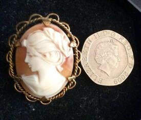 Beautiful vintage Cameo - Rolled Gold what a stunning Xmas gift!