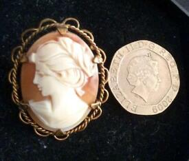 Beautiful Rolled Gold Vintage Cameo Brooch