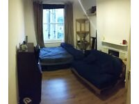 Double room for a Guy - 12 min from Hammersmith - £645 all included
