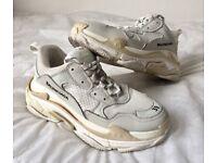 BALENCIAGA Triple S womens white cream trainers / sneakers size 39 ( 6 )