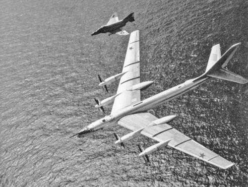 "US Navy McDonnell F4 Phantom ((8.5""X11"")) Print"