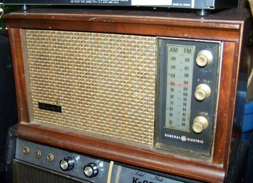 GE Musaphonic T265A AM/FM Tube Type Radio