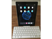Apple iPad 2nd Generation with Apple Keyboard in PRISTINE CONDITION
