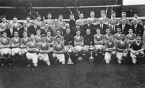 MAN-UTD-FOOTBALL-TEAM-PHOTO-1955-56-SEASON