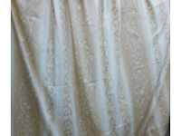 wide single curtain, 254cm width x 210cm length. In excellent clean condition.