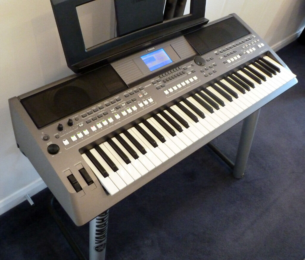 YAMAHA Keyboard PSR S670 Arranger Workstation Complete