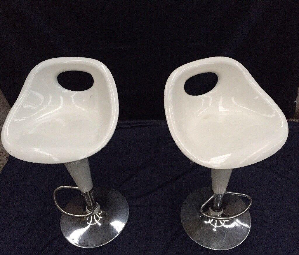 Pair of 2 white stools