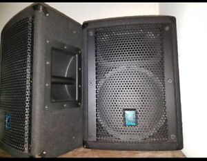 Yorkville Elite E10P Speakers and stands