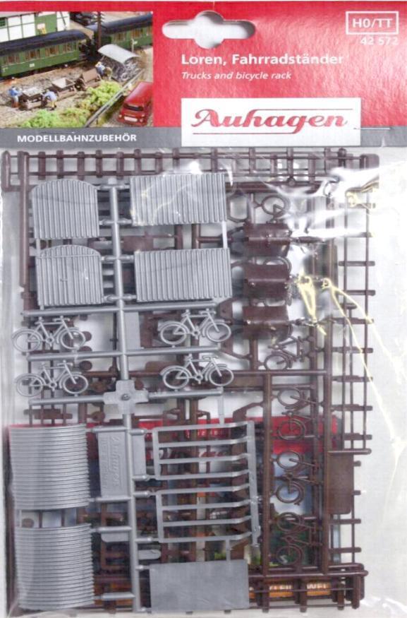Auhagen 42572 H0/ TT - 6 Loren, Schienen, Fahradständer, Fahräder usw. NEU & OvP
