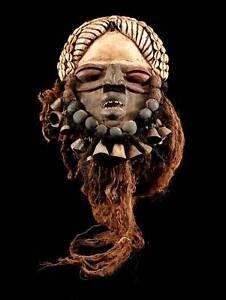 Maske-der-Ngere-We-Elfenbeinkueste-inkl-Sockel
